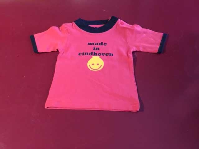 Baby t-shirt made in eindhoven met lampje rood