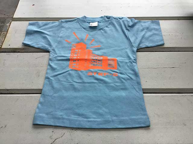 Baby t-shirt STRP-S oranje op lichtblauw